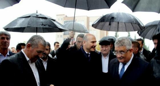 بسبب تساقط الأمطار.. وزير الداخلية التركي: تهطل البركة كلما تحدثت
