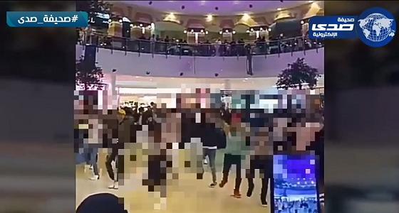 شاهد.. عرض راقص في أحد المجمعات الشهيرة بالرياض