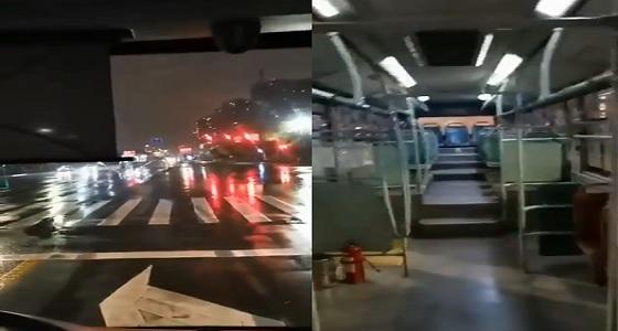 بالفيديو.. سائق حافلة في الصين يصف السير في الشوارع بعد تفشي كورونا