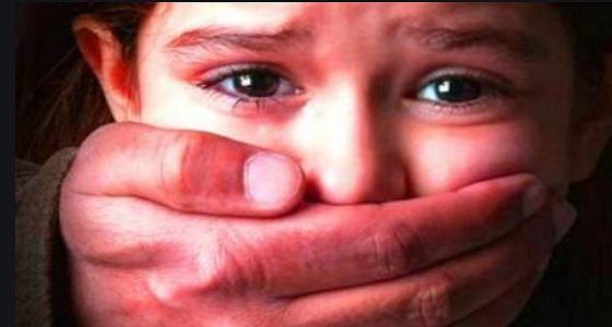 شاب يغتصب طالبة بعد أن يجبرها على ارتداء النقاب