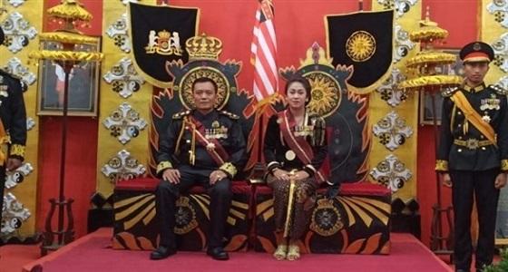 القبض على «ملك العالم» وقرينته في أندونيسيا