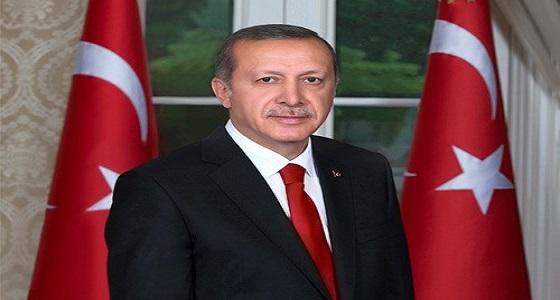 صورة أردوغان يُقبل يد «ماسوني» تُشعل الغضب
