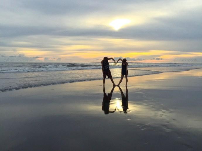 sharing intimacy and acroyoga 2 relationships 1 lover buddy thomas slackrobats lindsikay bali sunset