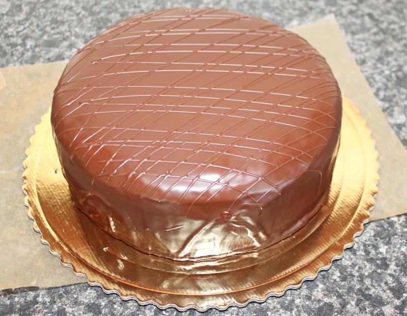 čokoládová torta, karamelová, poleva, oblievaná torta, mramorový korpus, salko, plnka