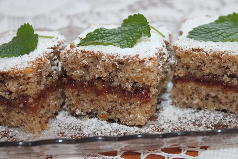 Orechový koláč s lekvárom, sladký život, jemný orechový koláč, lekvárový koláč