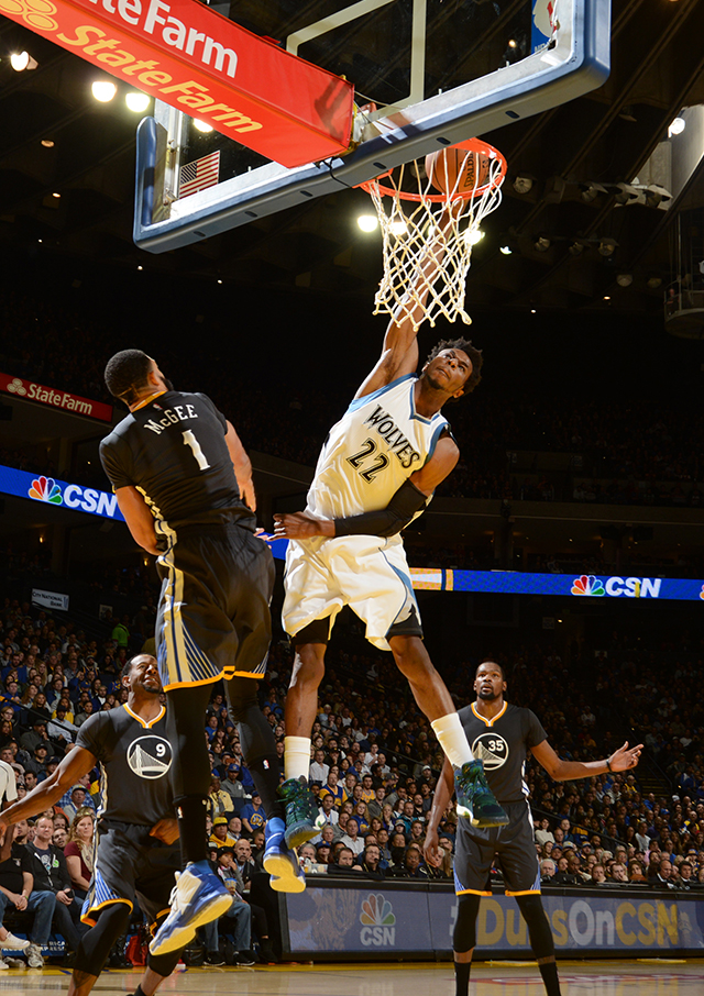 OAKLAND, CA - NOVEMBER 26: Andrew Wiggins #22 of the Minnesota Timberwolves dunks the ball during a game against the Golden State Warriors on November 26, 2016 at ORACLE Arena in Oakland, California. NOTE TO USER: User expressly acknowledges and agrees that, by downloading and/or using this photograph, user is consenting to the terms and conditions of Getty Images License Agreement. Mandatory Copyright Notice: Copyright 2016 NBAE (Photo by Noah Graham/NBAE via Getty Images)