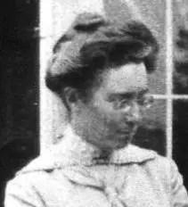 Elsie J Oxenham portrait