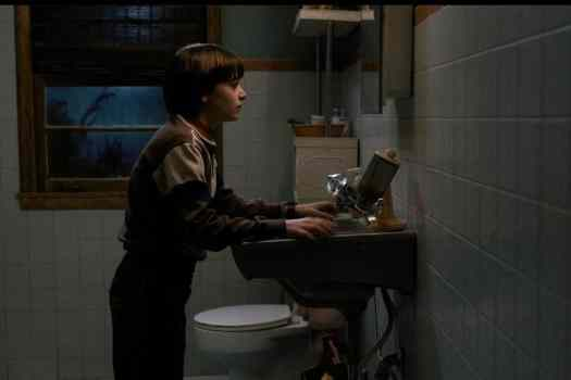 stranger-things-bathroom-1024x683