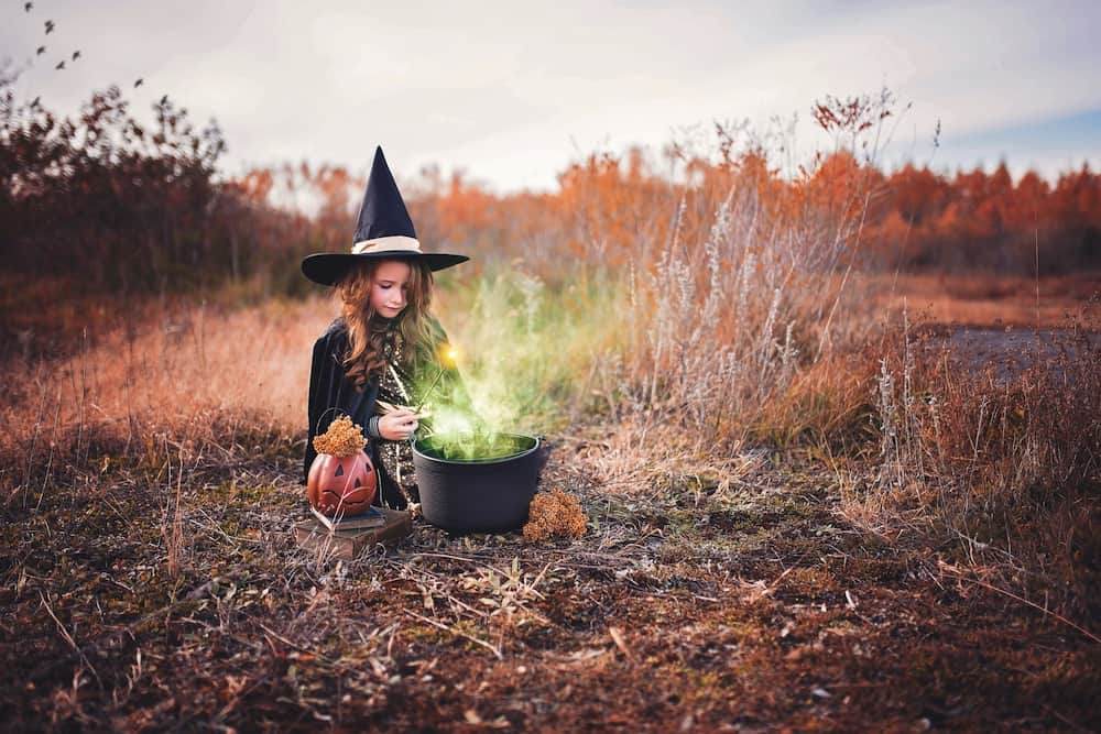 girl witch green pot
