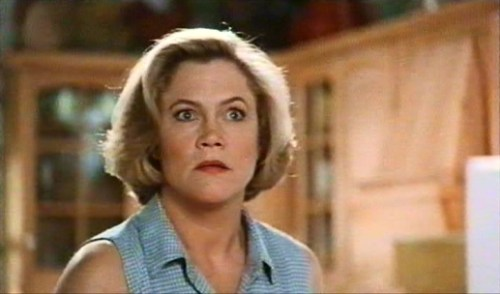 Serial-Mom-kathleen-turner-6999851-517-304