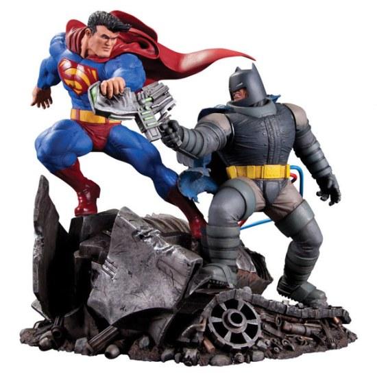 Classic-Confrontations-Superman-vs-Batman-Statue