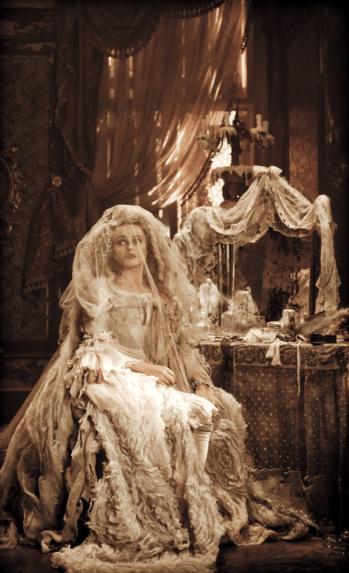 Helena_Bonham_Carter_wedding_dress111104070903