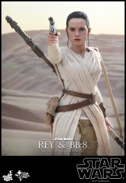 Hot Toys - Star Wars - The Force Awakens - Rey & BB-8 Collectible Set_PR13