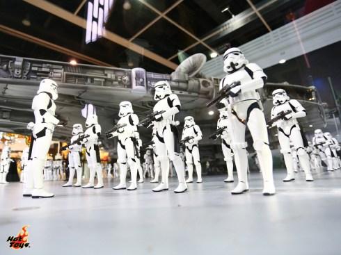 Hot Toys Star Wars Millennium Falcon