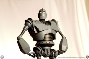 Mondo Iron Giant Toy 2