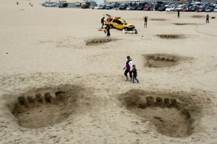 King Kong invades Santa Monica Beach