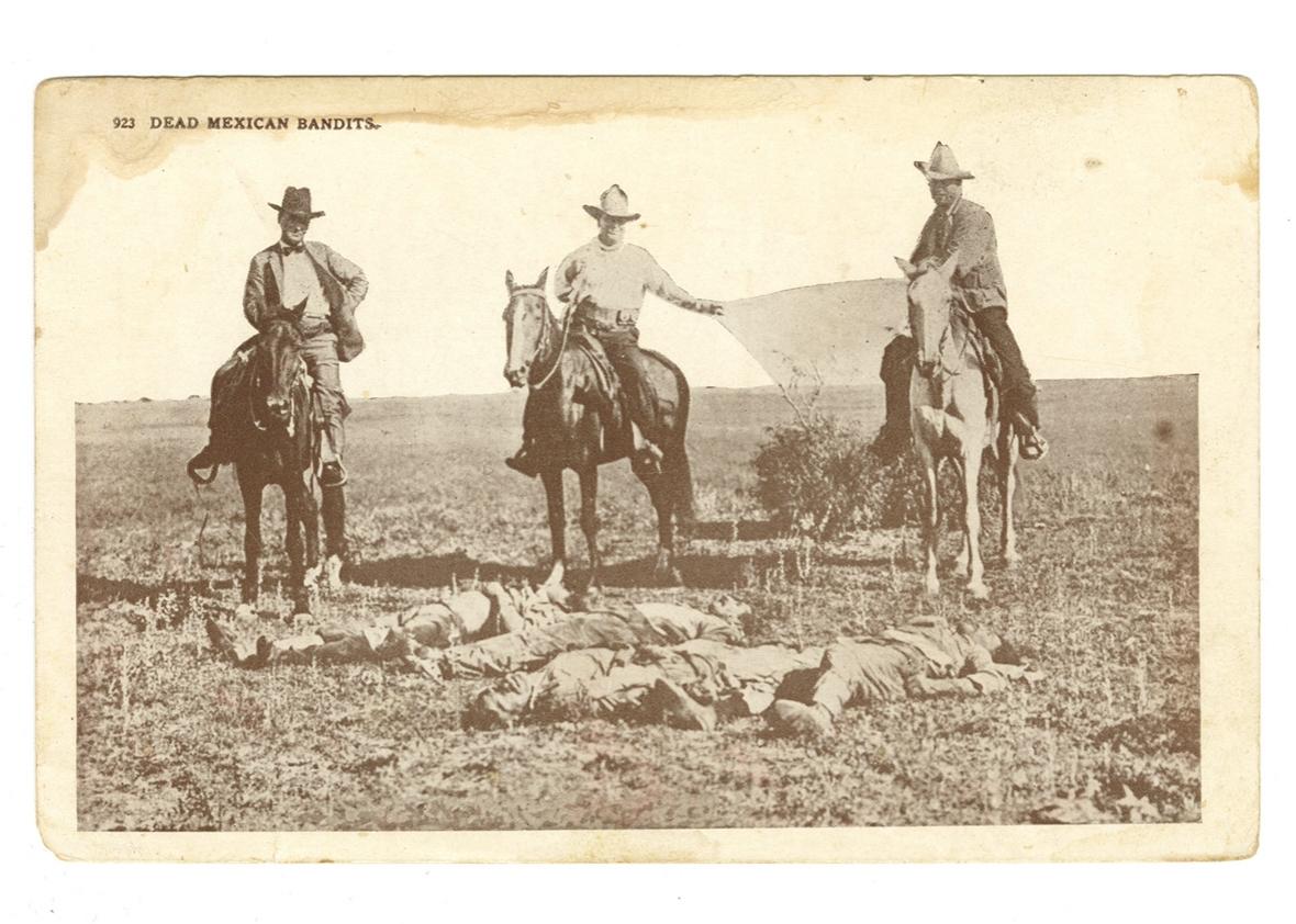 Teksaški se rendžeri slikaju nad tijelima ubijenih Meksikanaca.