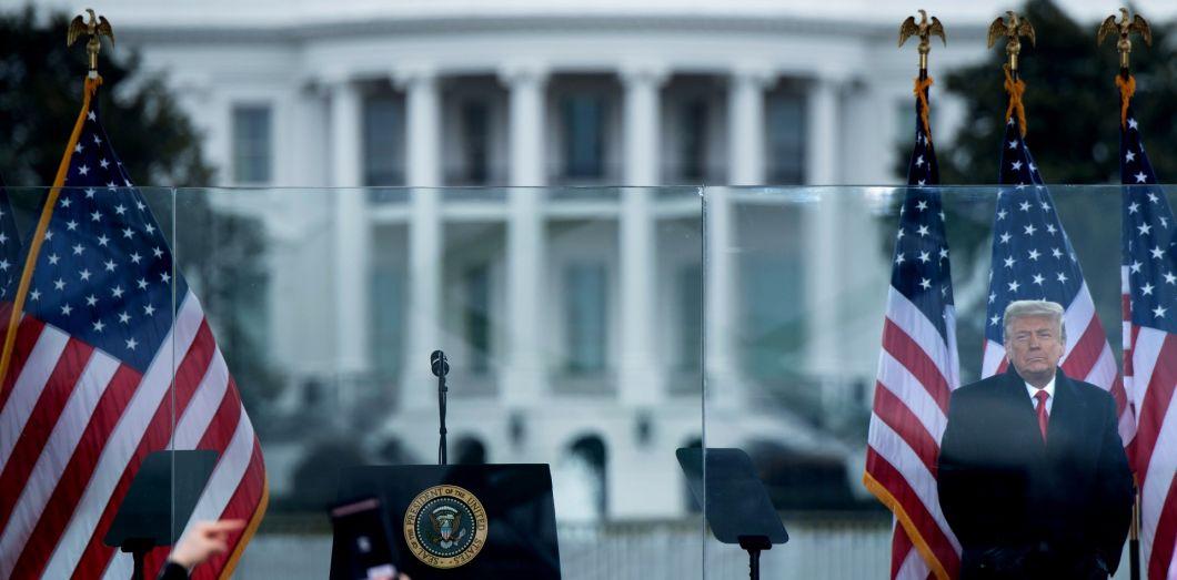 Donald Trump s'adresse à ses partisans à qui il a donné rendez-vous, devant la Maison-Blanche (Washington, D.C.), le 6 janvier 2021.  Brendan Smialowski / AFP