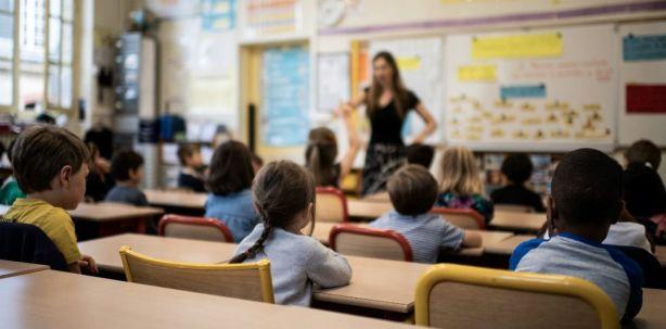 Très limitées jusqu'à présent, les embauches de profs sous contrat en primaire augmentent. | Martin Bureau / AFP