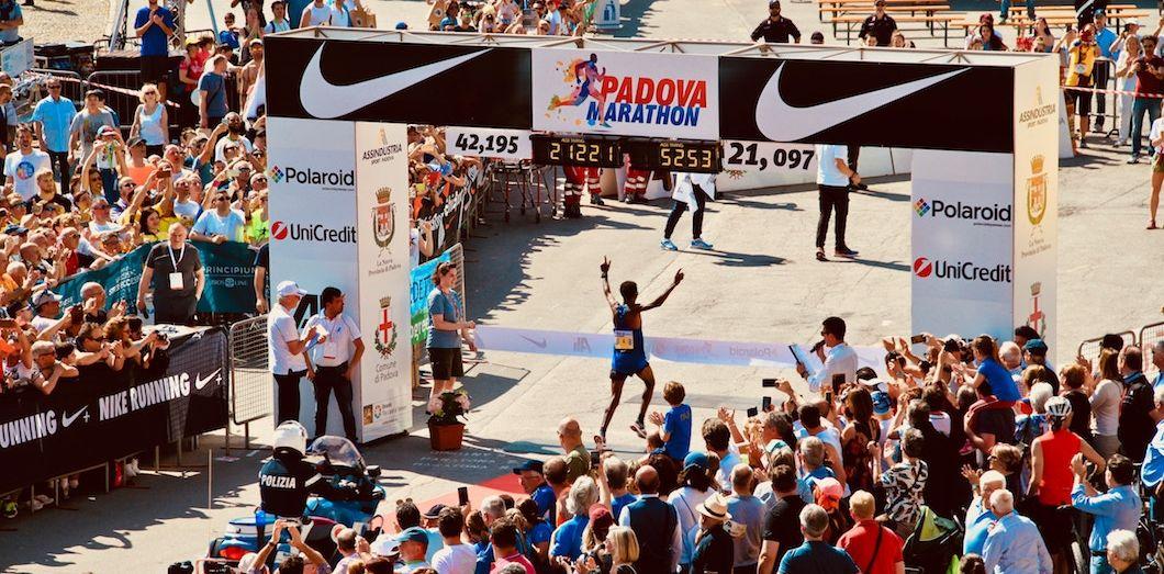 En 2018, la pollution atmosphérique a chuté de 89% au cours du dernier marathon de Londres, en raison de la fermeture de routes. | Pietro Rampazzo via Unsplash
