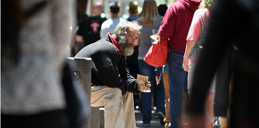 Un sans-abri dans les rues de San Fransisco en juin 2016 | Josh Edelson / AFP