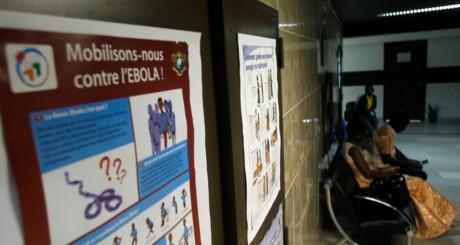 Une salle d'attente d'un hôpital d'Abidjan / REUTERS