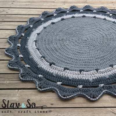 """שטיח טריקו עגול אפור סרוג בעבודת יד דגם פרח קוטר 120 ס""""מ"""