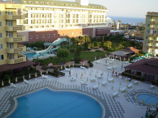 В Турцию с вылетом из Киева на майские: Hedef Resort Hotel & Spa