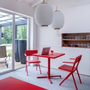 mobilier-de-terrasse-en-acier-verni