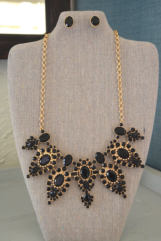 Black and Gold Necklace Set, Black Jewelry, Necklace and Earrings, Black Necklace and Earrings, black and gold jewelry, Bib Necklace, Black Bib Necklace