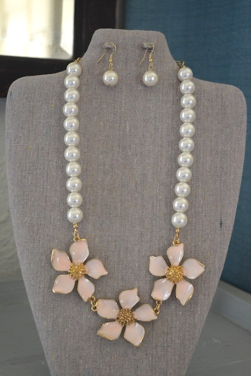Pink Flowers Necklace Set, Pink and Pearls Jewelry,Pink Flowers,Pearl Necklace and Earrings,Necklace and Earrings,Metal Flowers, Pale Pink Flowers