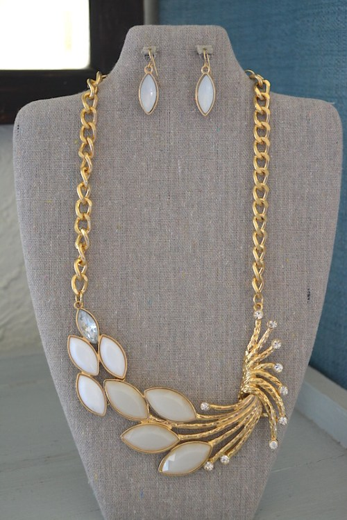 White and Gold Necklace Set, White Jewelry