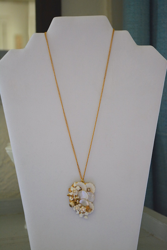 White Flowers Pendant Necklace, Repurposed Jewelry, Repurposed Necklace, Flowers Necklace, Flower Jewelry, Vintage Parts, Gold and White Necklace