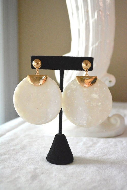 Round White Shell Earrings, White Shell Earrings, White Earrings, Dial Earrings, Shell Earrings, Shell Jewelry,