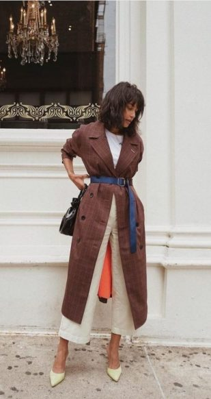 Le manteau couleur rouille