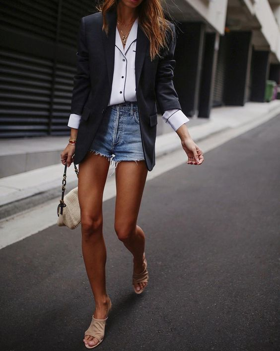 Comment porter le blazer avec style quand on est une femme? Je partage avec vous mes conseils de style et idées de tenues avec un blazer! #modefemmes