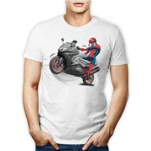 Tshirt 100% cotone maschile spiderman in sella ad un Yamaha T-max su maglietta bianca