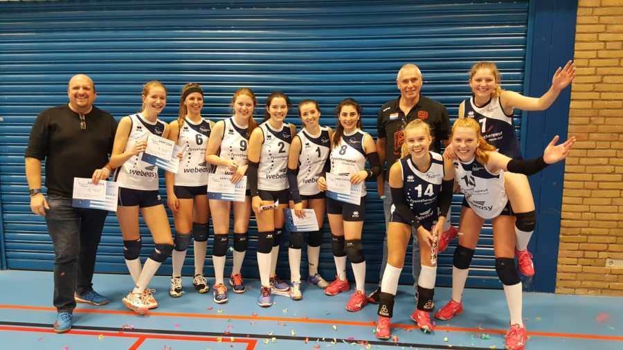 Meisjes A2 completeert kwartet kampioenen