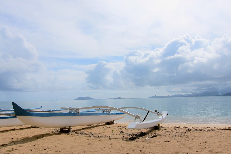 long boat on beach2
