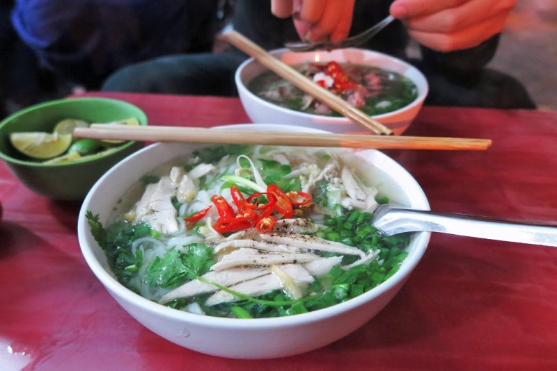 6:15 pm: pho at our favorite dinner stall (cost: 120,000 VND or $5.62 US)