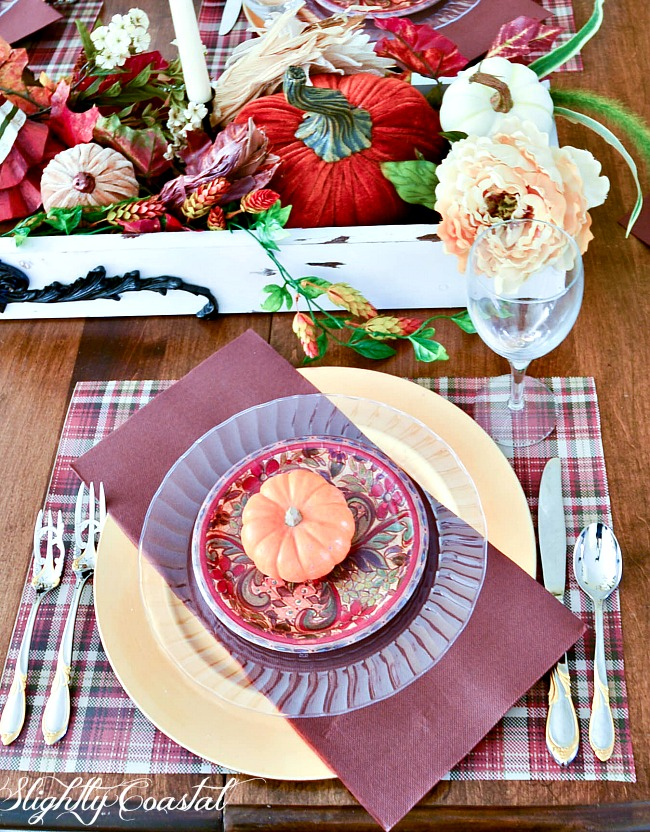 This beautiful Thanksgiving Tablescape was created using mostly disposable paper plates. A quick easy & Paper Tablescape Thanksgiving | Slightly Coastal