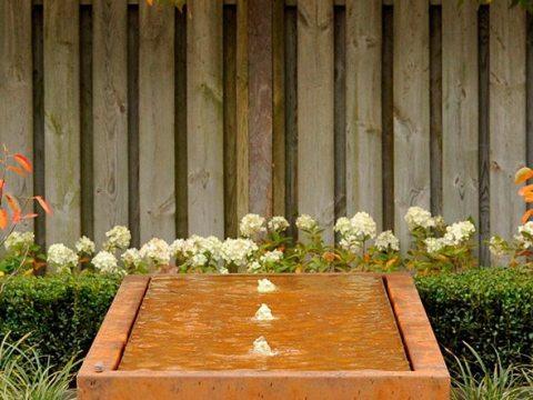 cortenstahl brunnen garten cortenstahlbrunnen cortenstahl-rechteck-tisch