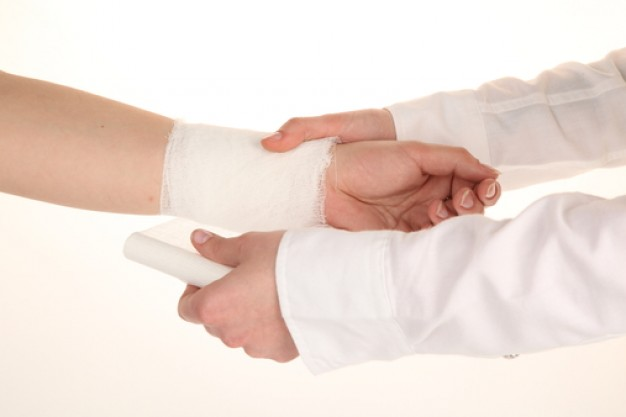 hand--cut-veins--wrists--dislocation_3262936