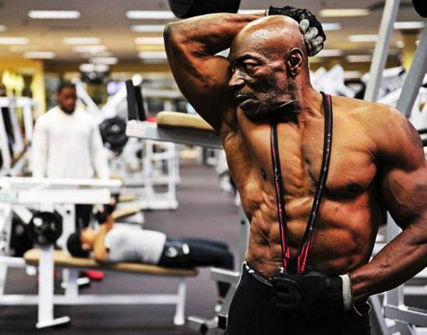 A-idade-é-só-um-número-Fisiculturista-de-70-anos-mostra-o-seu-espectacular-físico
