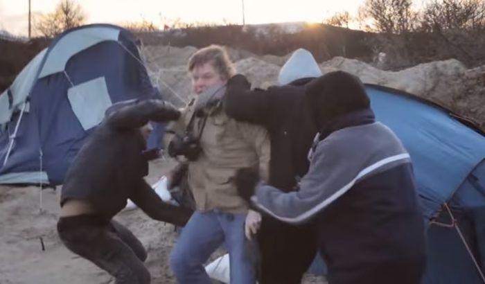 imigranti calais kamp novinari