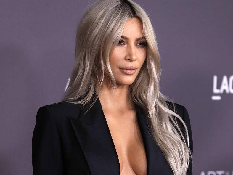 """Ким Кардашијан: """"Веќе 10 години го шминкам целото тело"""""""