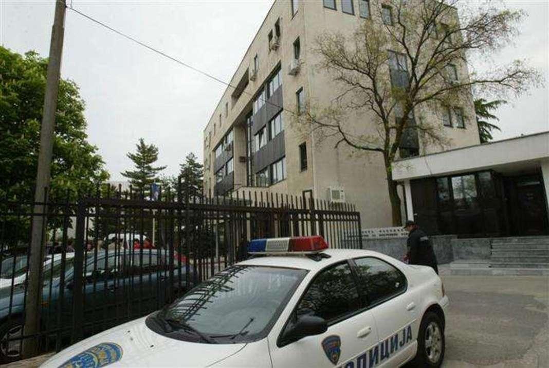 """Инспектори ги проверуваат кафулињата во трговскиот центар """"Мавровка"""""""