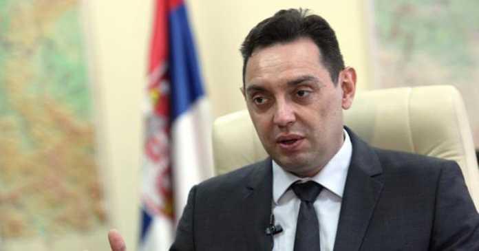 Вулин: Вучиќ попрво ќе умре, отколку што ќе им дозволи на Шолак, Ѓилас и Мишковиќ да завладеат без избори
