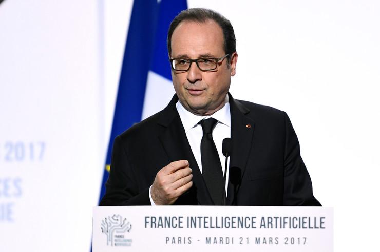 Спречен атентат на поранешниот претседател на Франција, Франсоа Оланд
