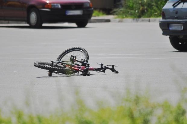 Автомобил удри велосипедист од Албанија